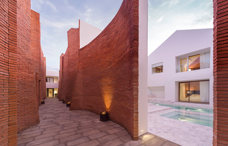 Sala Ayutthaya Onion Thailand CC Wison Tungthunya brick courtyard wall