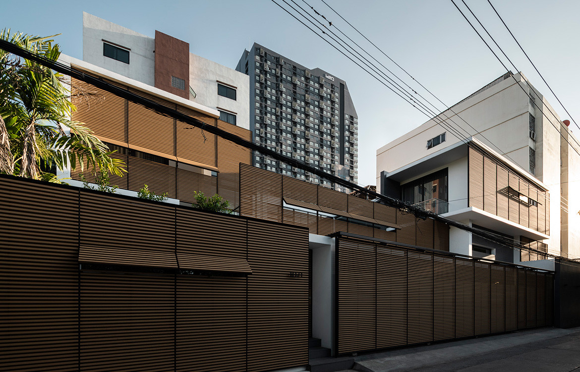 Screen House Archimontage cc Chalermwat Wongchompoo street level privacy screens