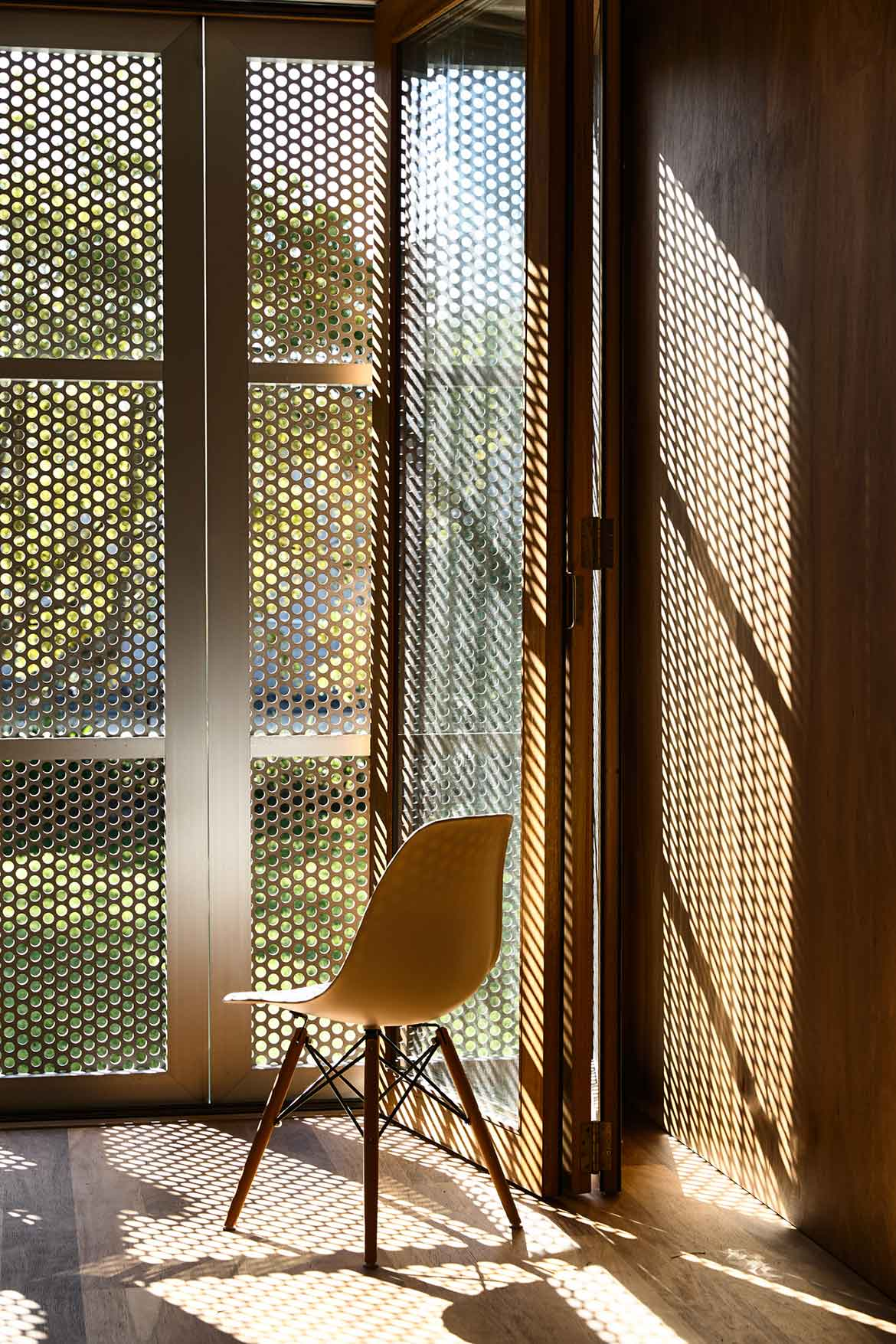 Seaberg House Kerstin Thompson Architecture eames chair