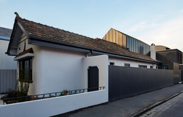 Shadow House Nic Owen Architects CC Christine Francis sideview