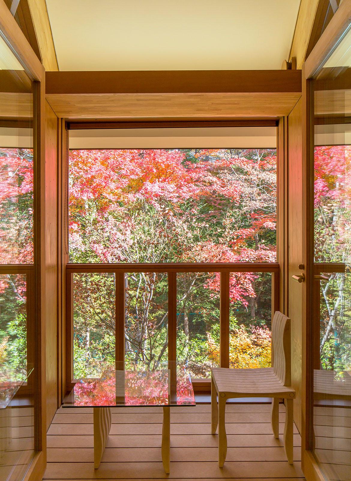 Shishi-Iwa House Shigeru Ban Japan balcony views