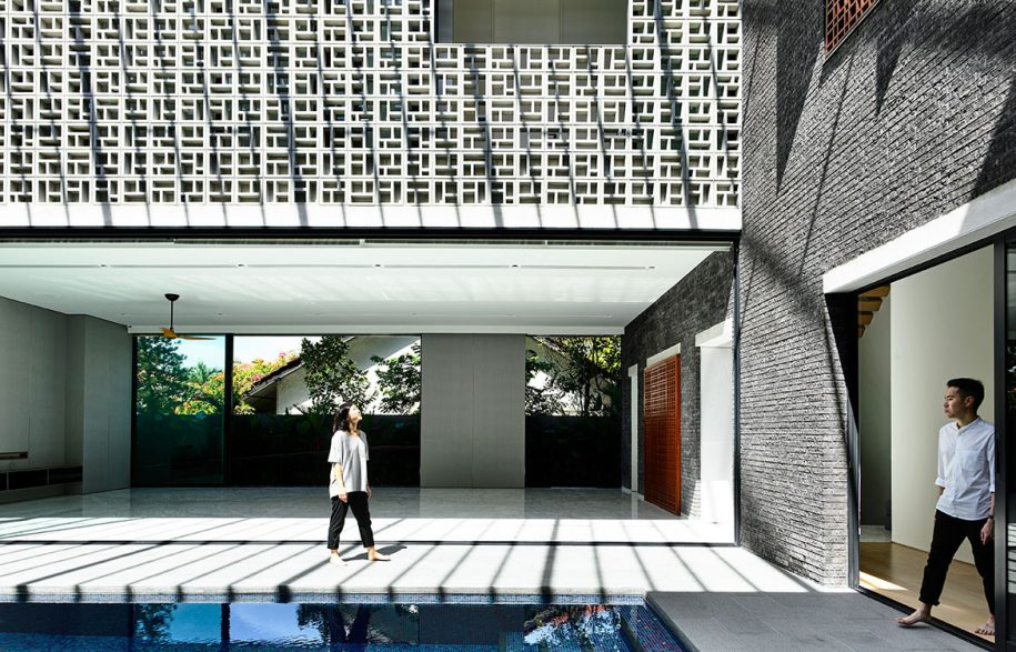 Siglap Plain HYLA Architects cc Derek Swalwell courtyard