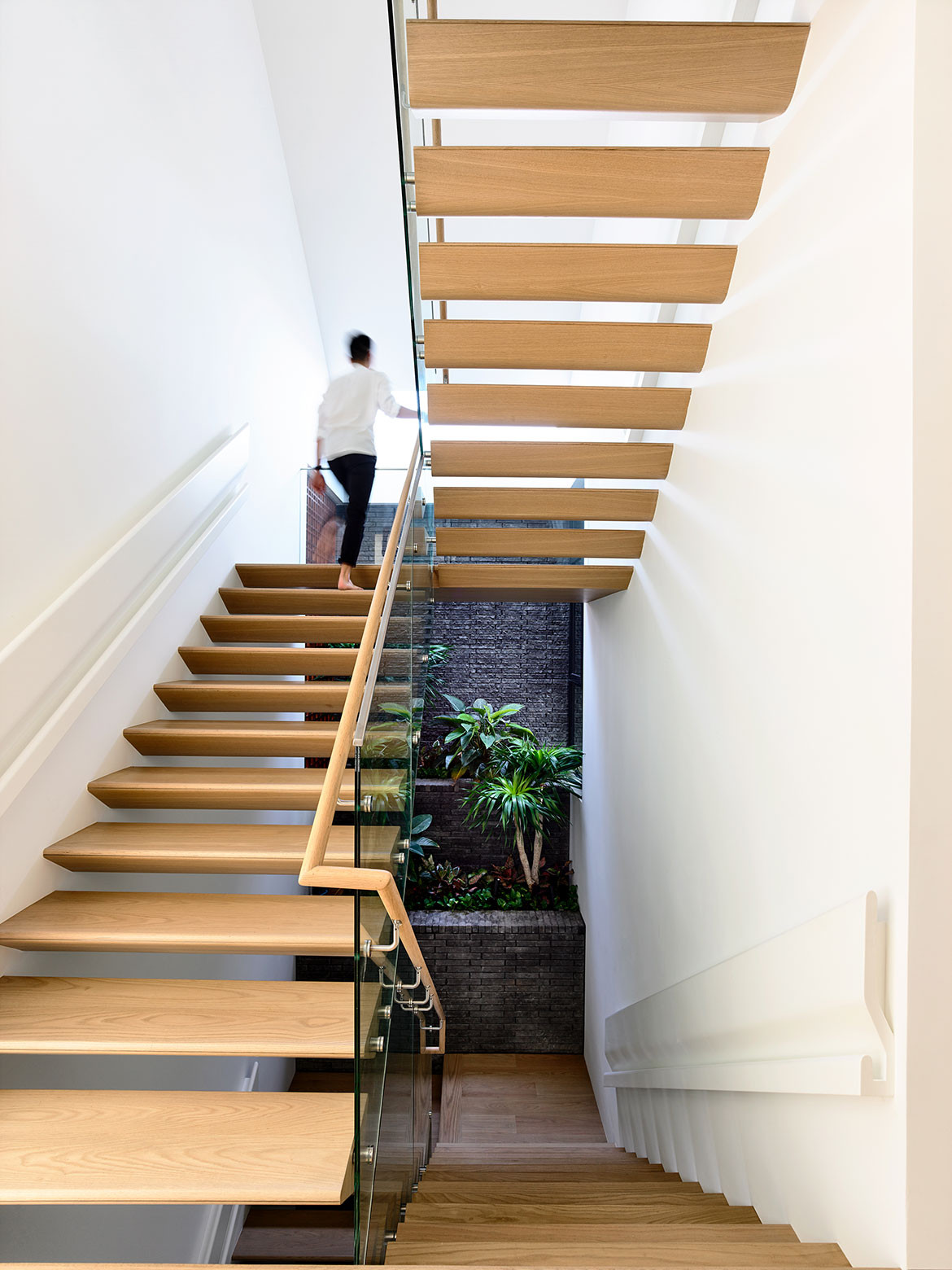 Siglap Plain HYLA Architects cc Derek Swalwell staircase