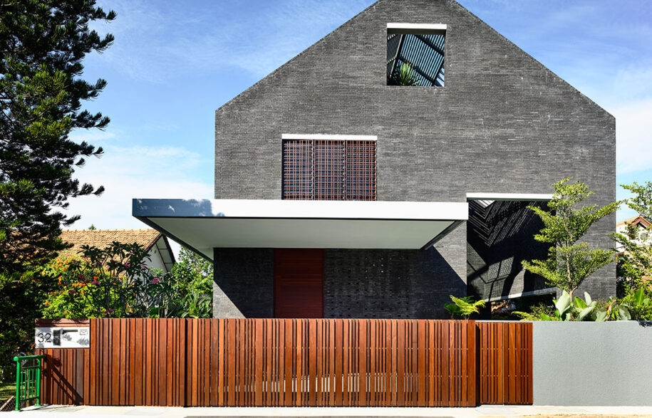 Siglap Plain HYLA Architects cc Derek Swalwell streetscape