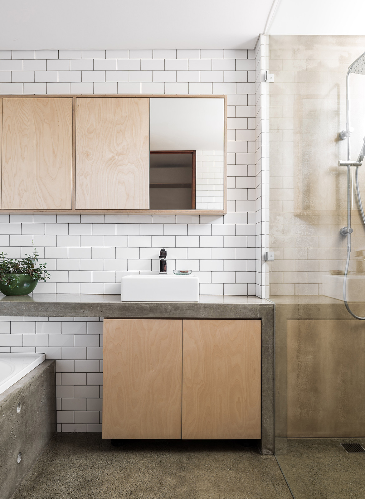 Silver Street House EHDO Architecture CC Dion Robeson bathroom sink