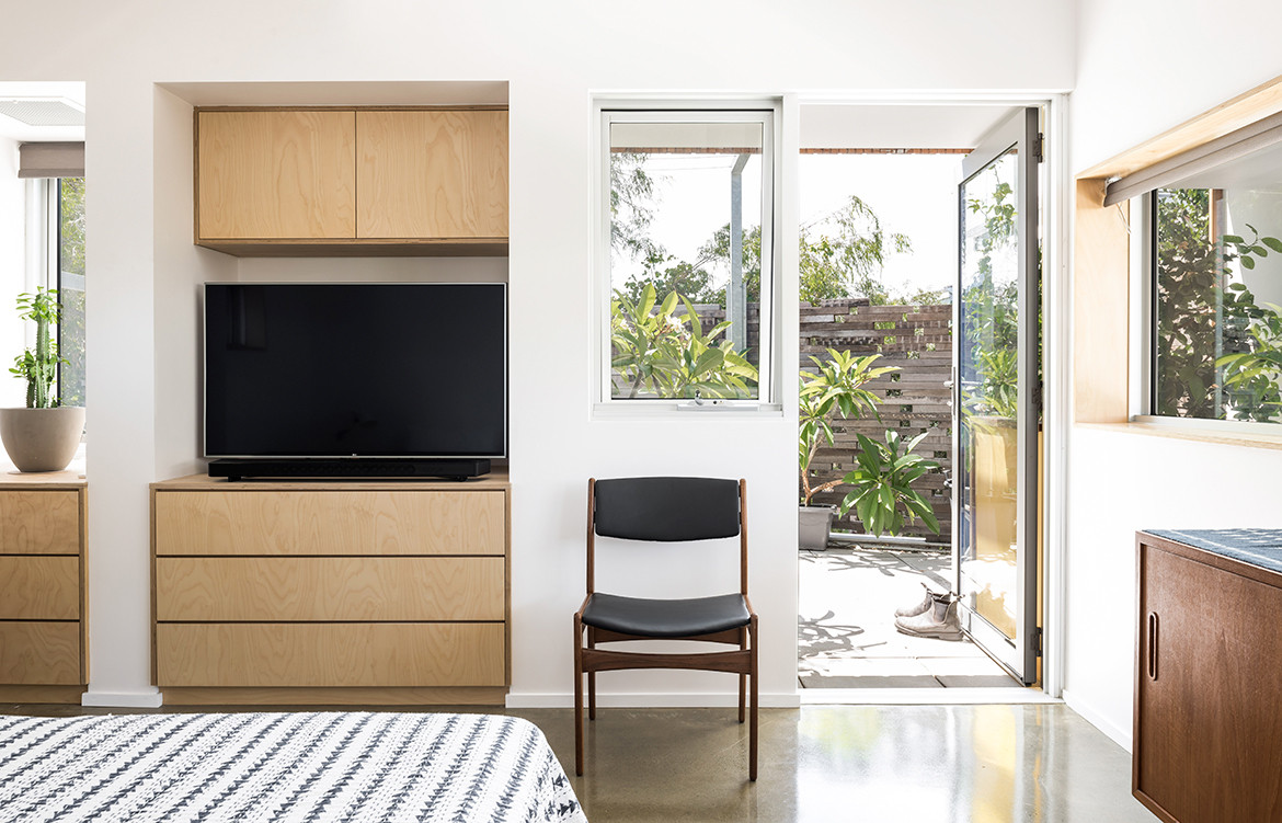 Silver Street House EHDO Architecture CC Dion Robeson bedroom balcony