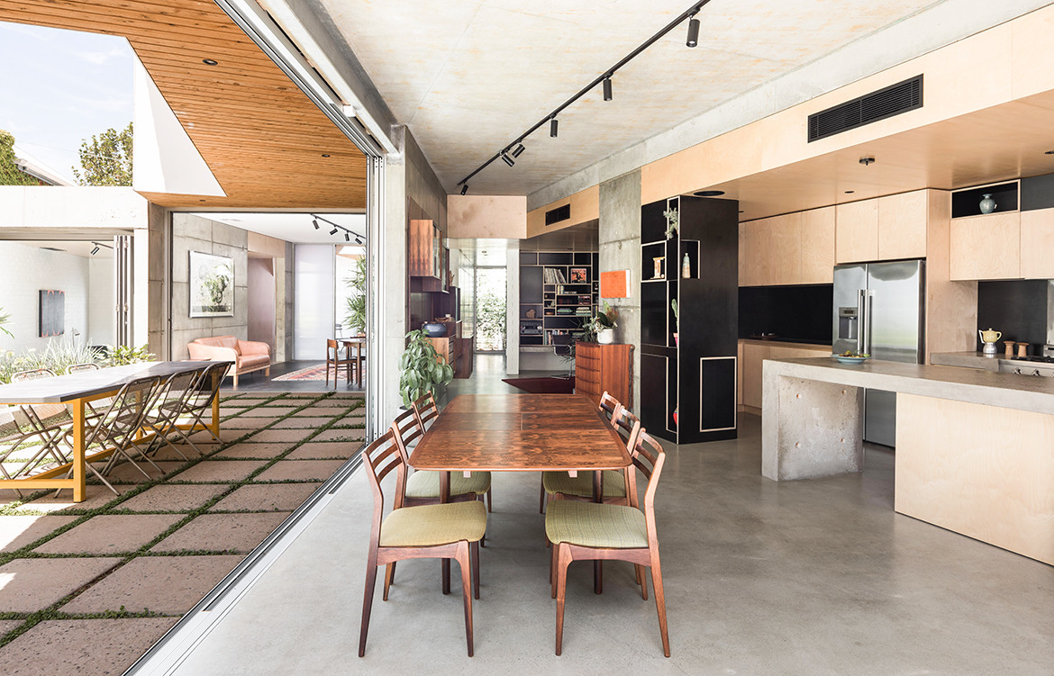 Silver Street House EHDO Architecture CC Dion Robeson indoor kitchen and dining exterior