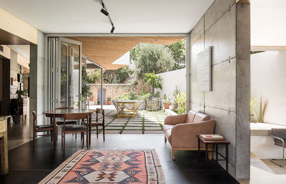 Silver Street House EHDO Architecture CC Dion Robeson open living and dining