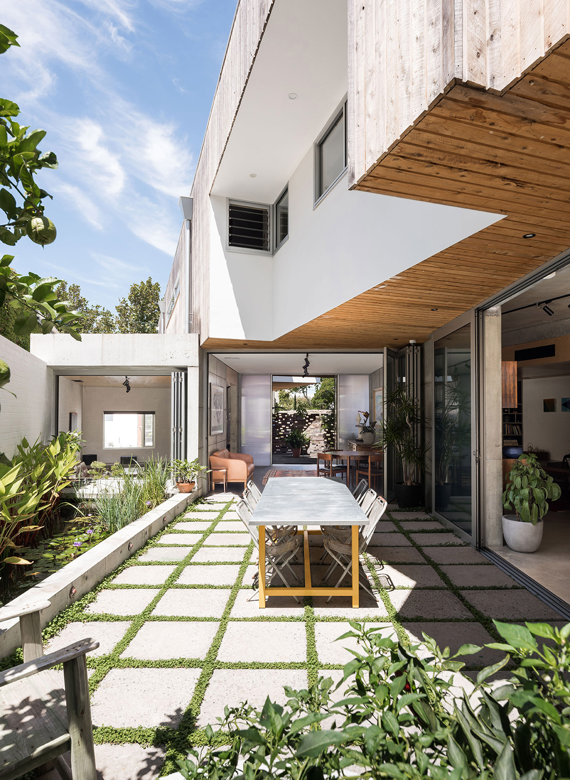 Silver Street House EHDO Architecture CC Dion Robeson outdoor dining