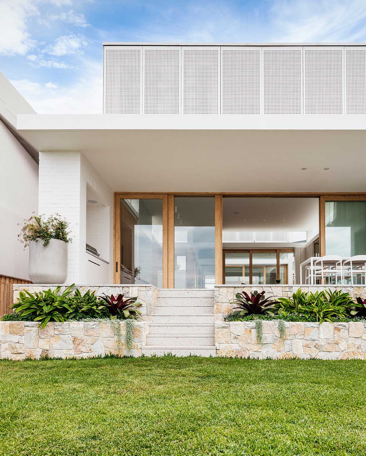 South Coogee House Madeleine Blanchfield Architects cc Robert Walsh backyard