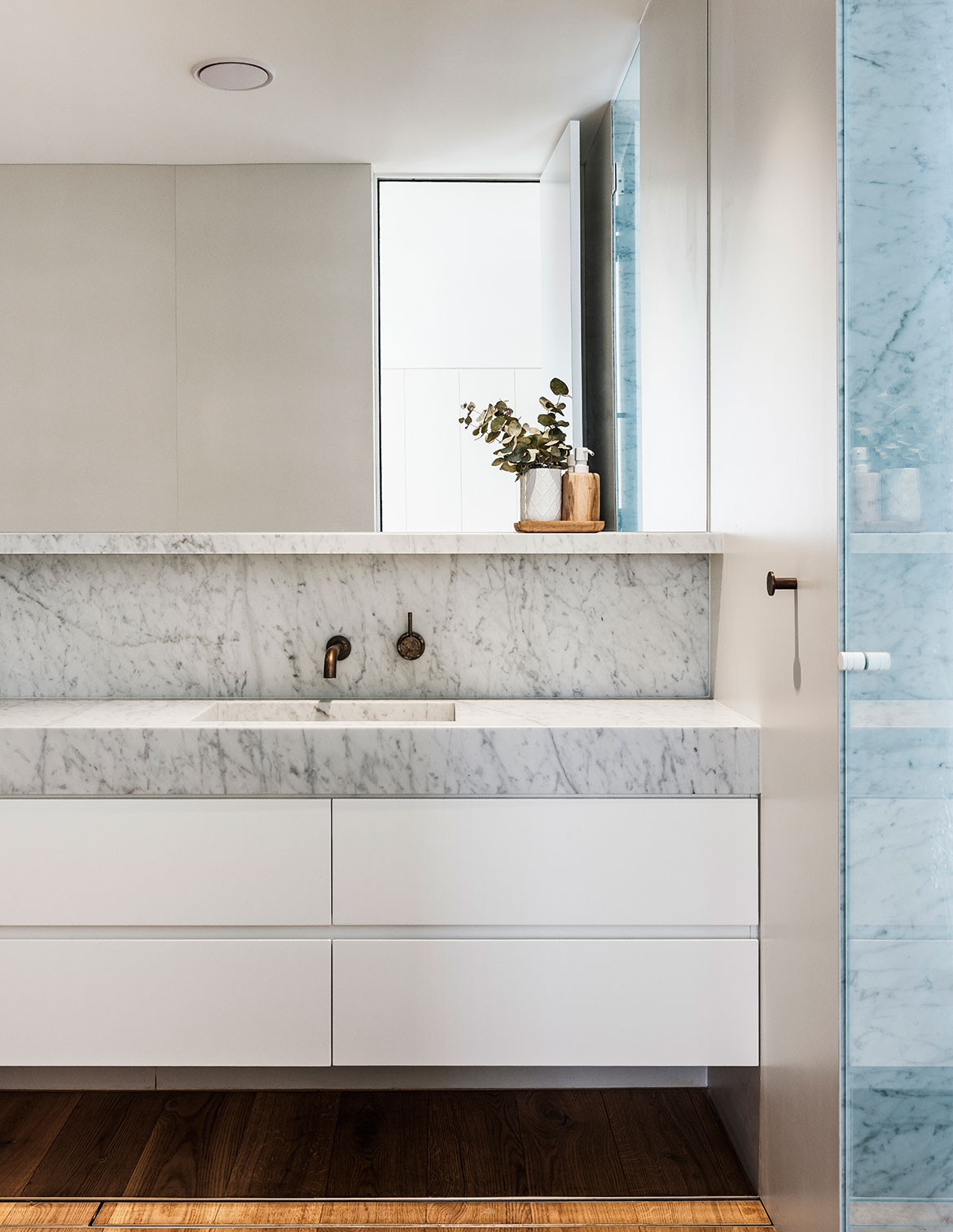 South Coogee House Madeleine Blanchfield Architects cc Robert Walsh vanity
