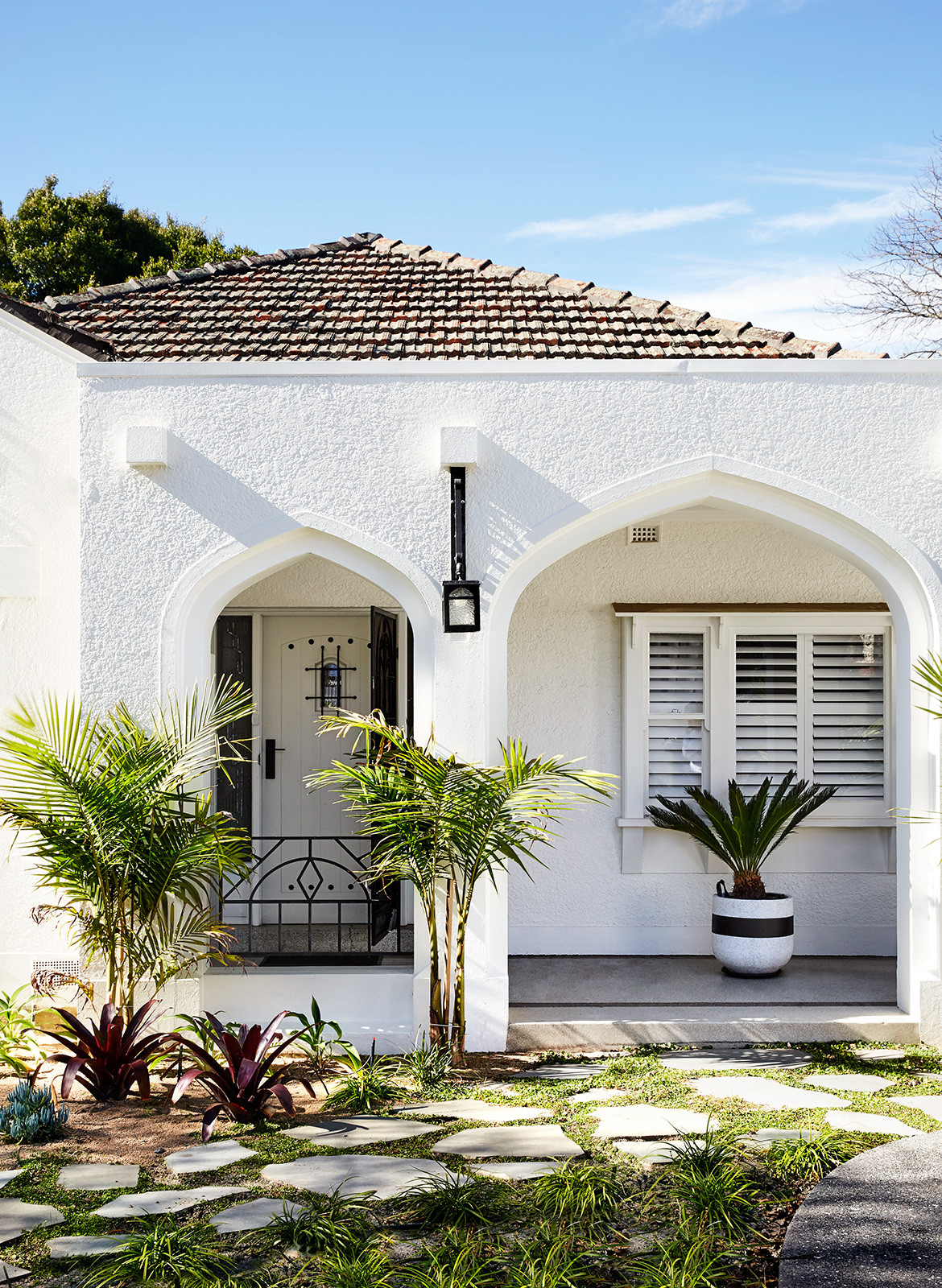 Spanish Mission House Kennon.Studios CC Caitlin Mills spanish mission style exterior