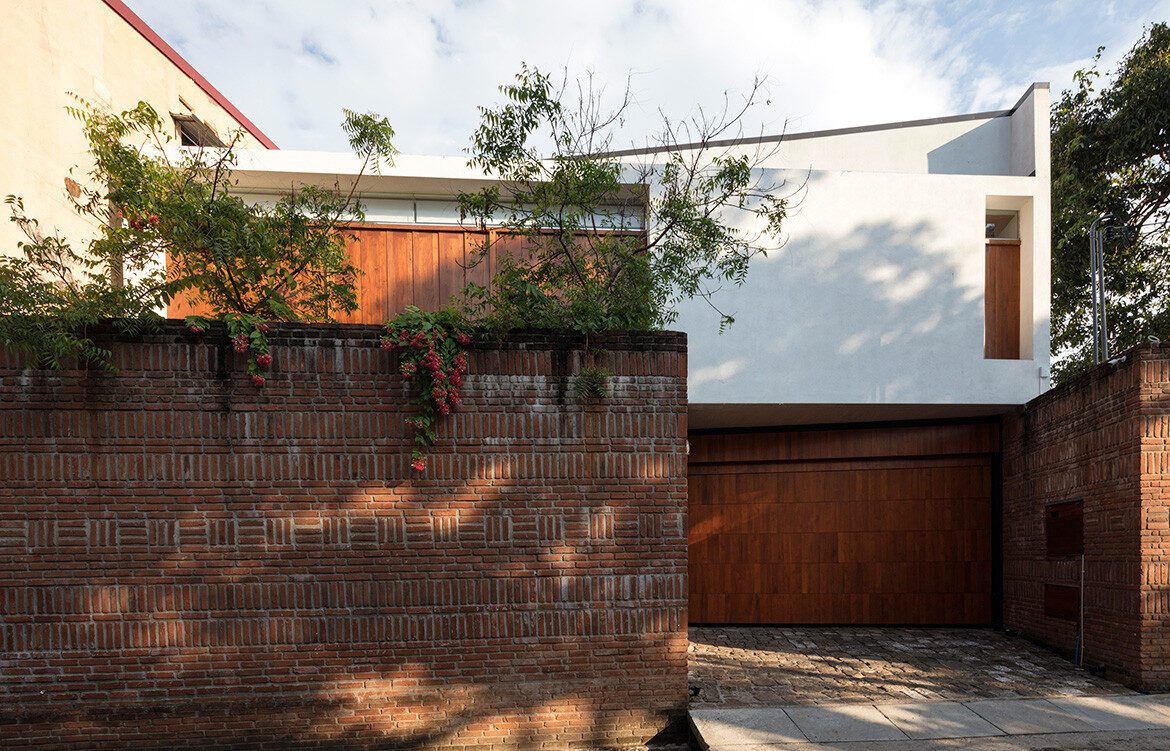 The exterior of Spinal House by Palinda Kannangara featured in A Sri Lankan House With Transplanted Roots on habitusliving.com cc Sebastian Posingis