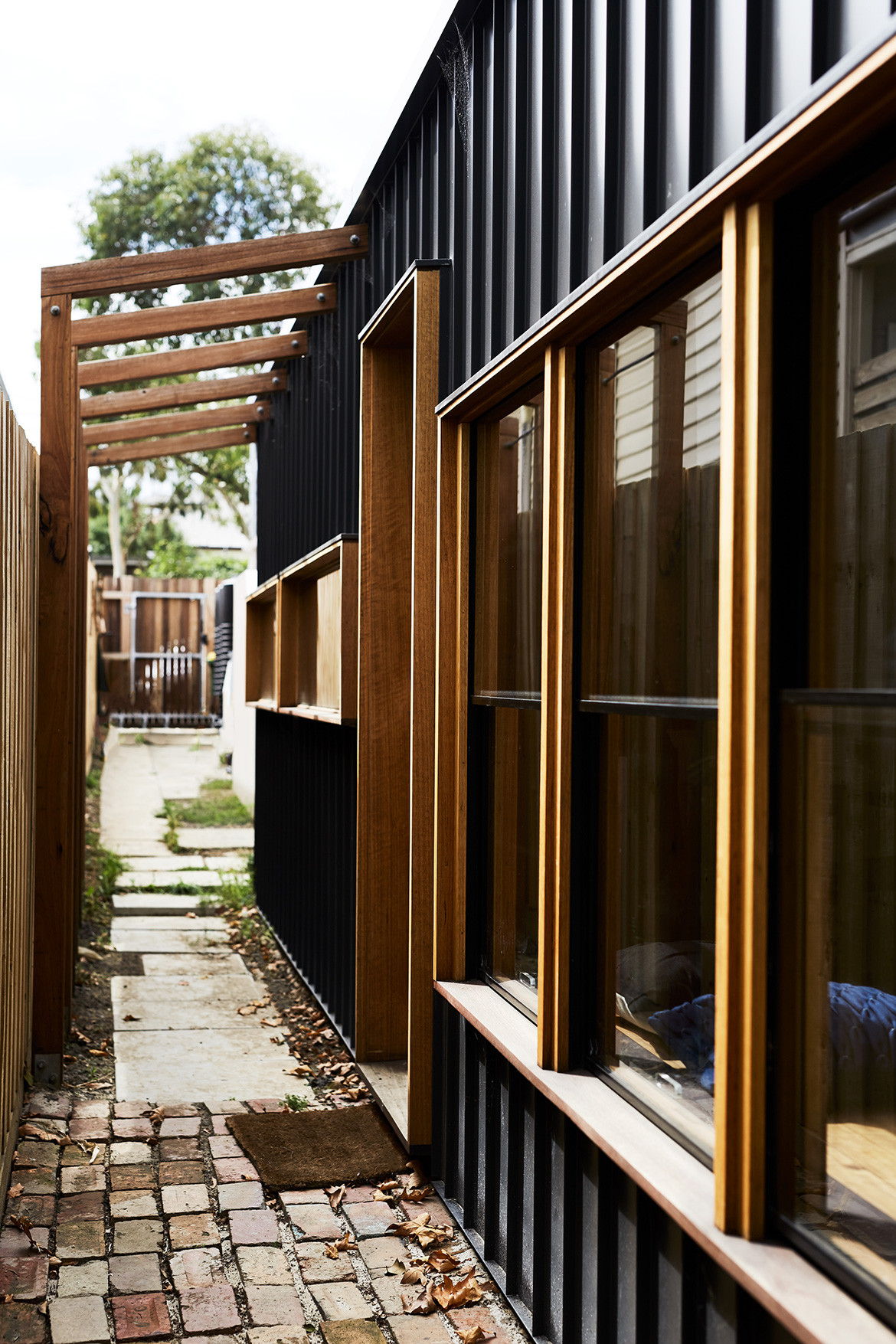 Split End House Mártires Doyle CC Jonathon Griggs exterior alleyway