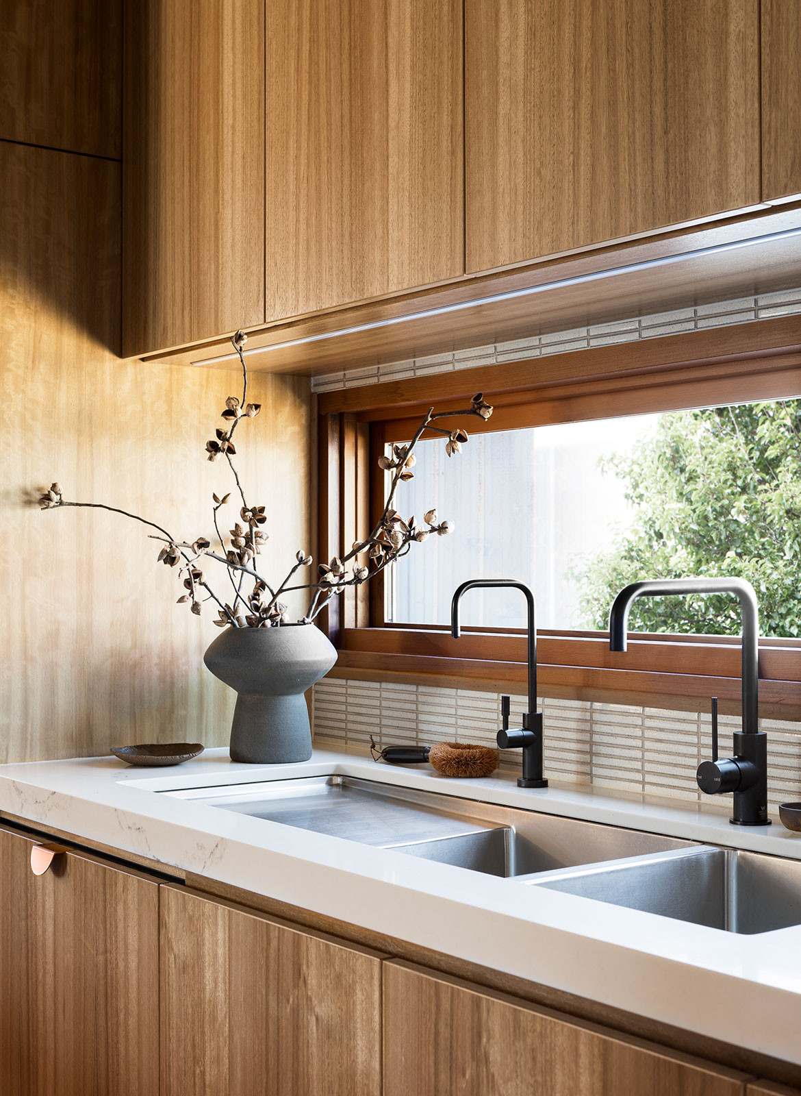 Stewart Street Cantilever Interiors Stravrias Architecture CC Martina Gemmola