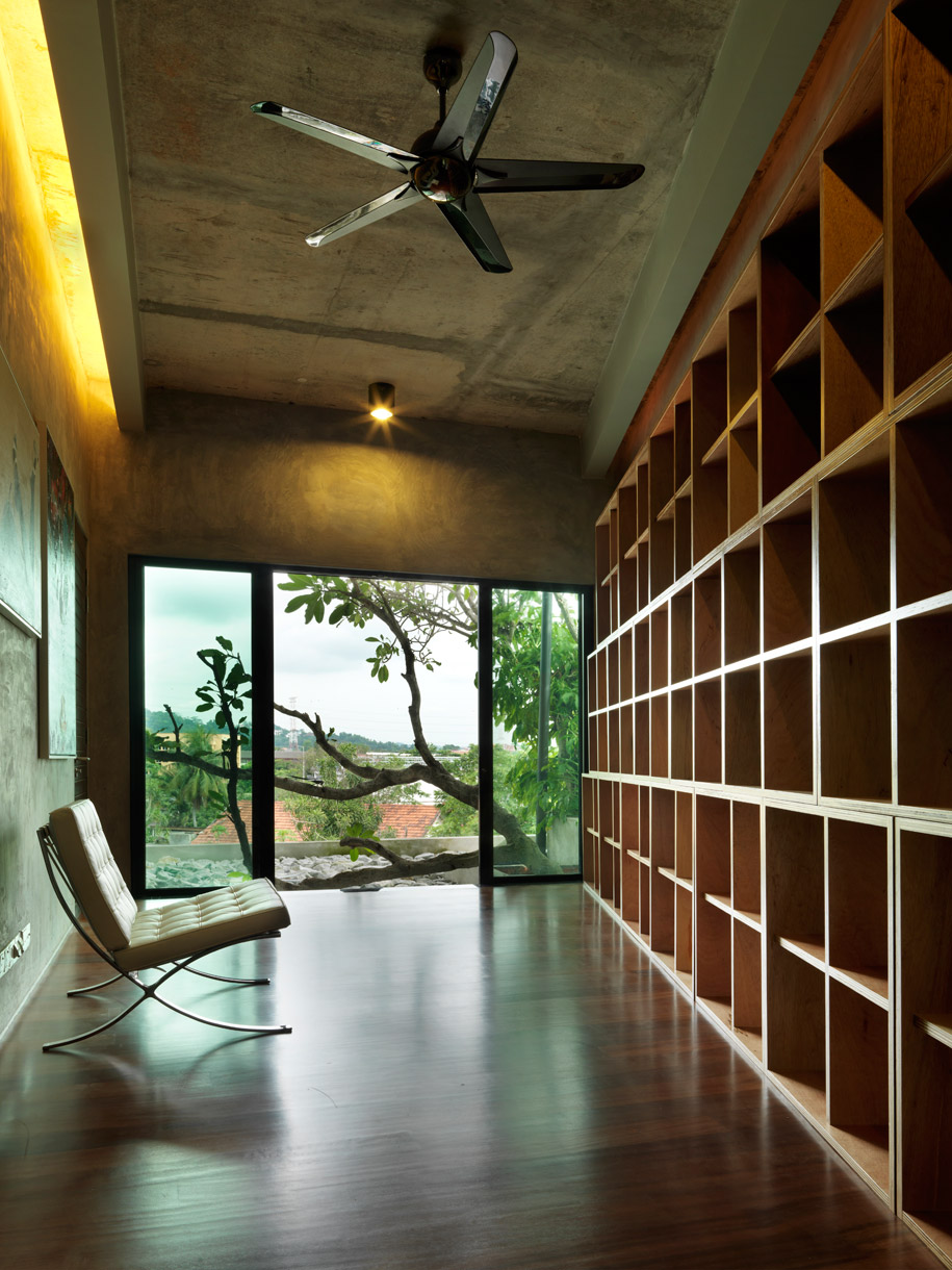 Study-with-recycled-plywood-shelves-and-FSC-timber-floor