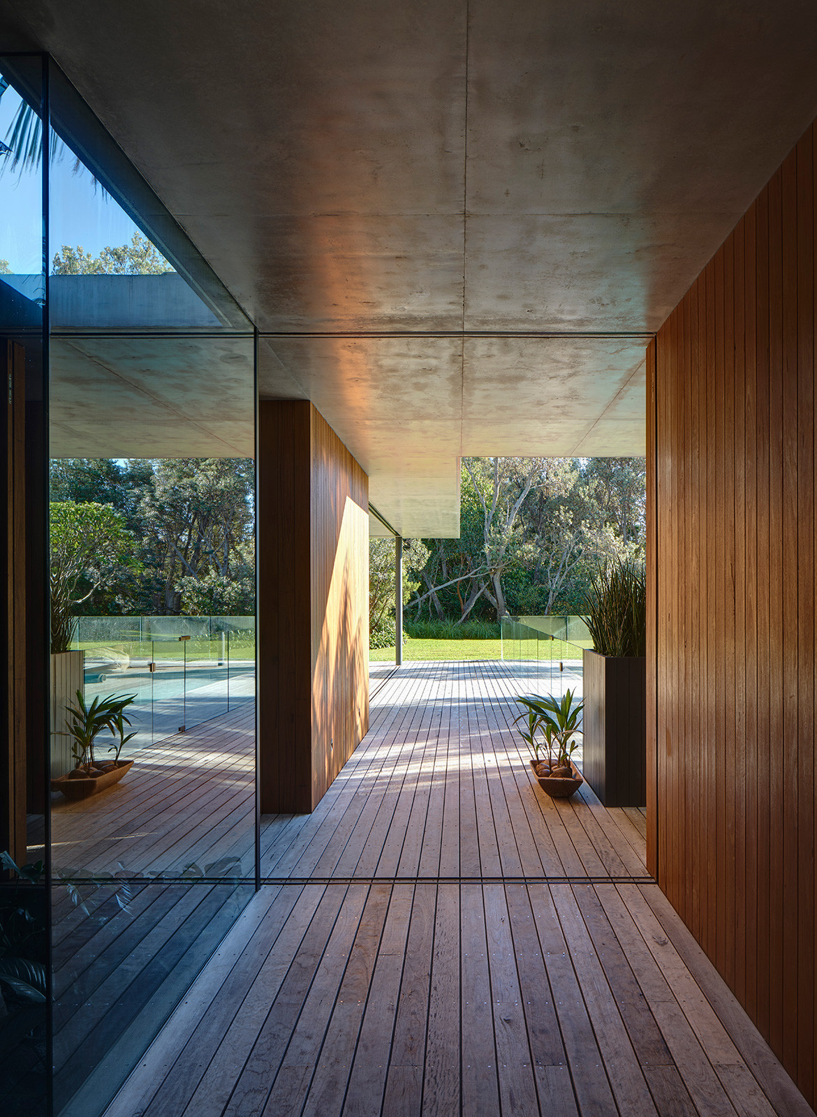 Sunrise House MCK Architects CC Michael Nicholson hallway