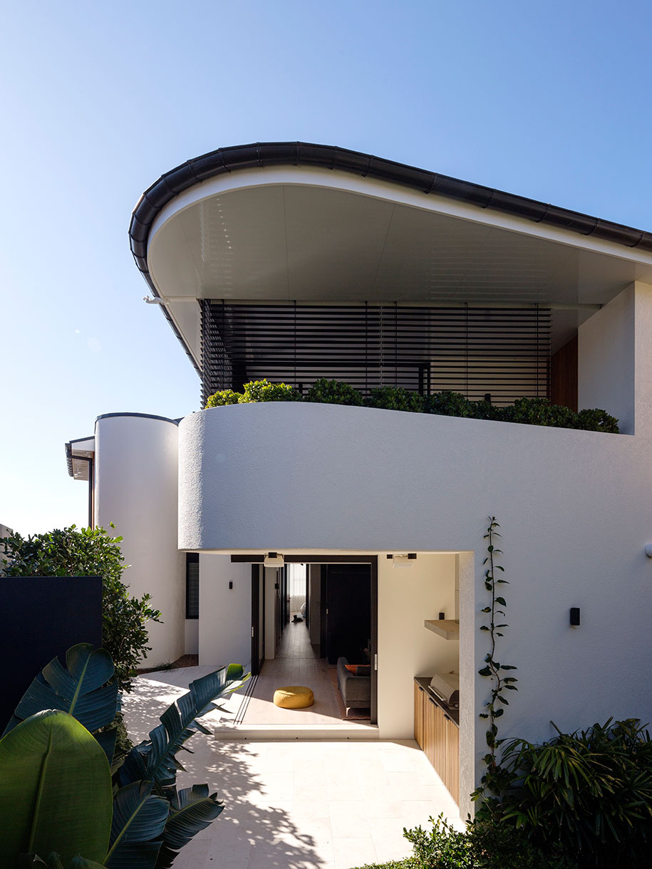 Tamarama House Porebski Architects backyard