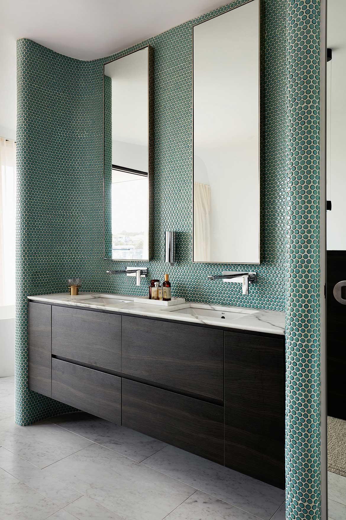 Tamas Tee House Luigi Rosselli Architects bathroom green mosaic