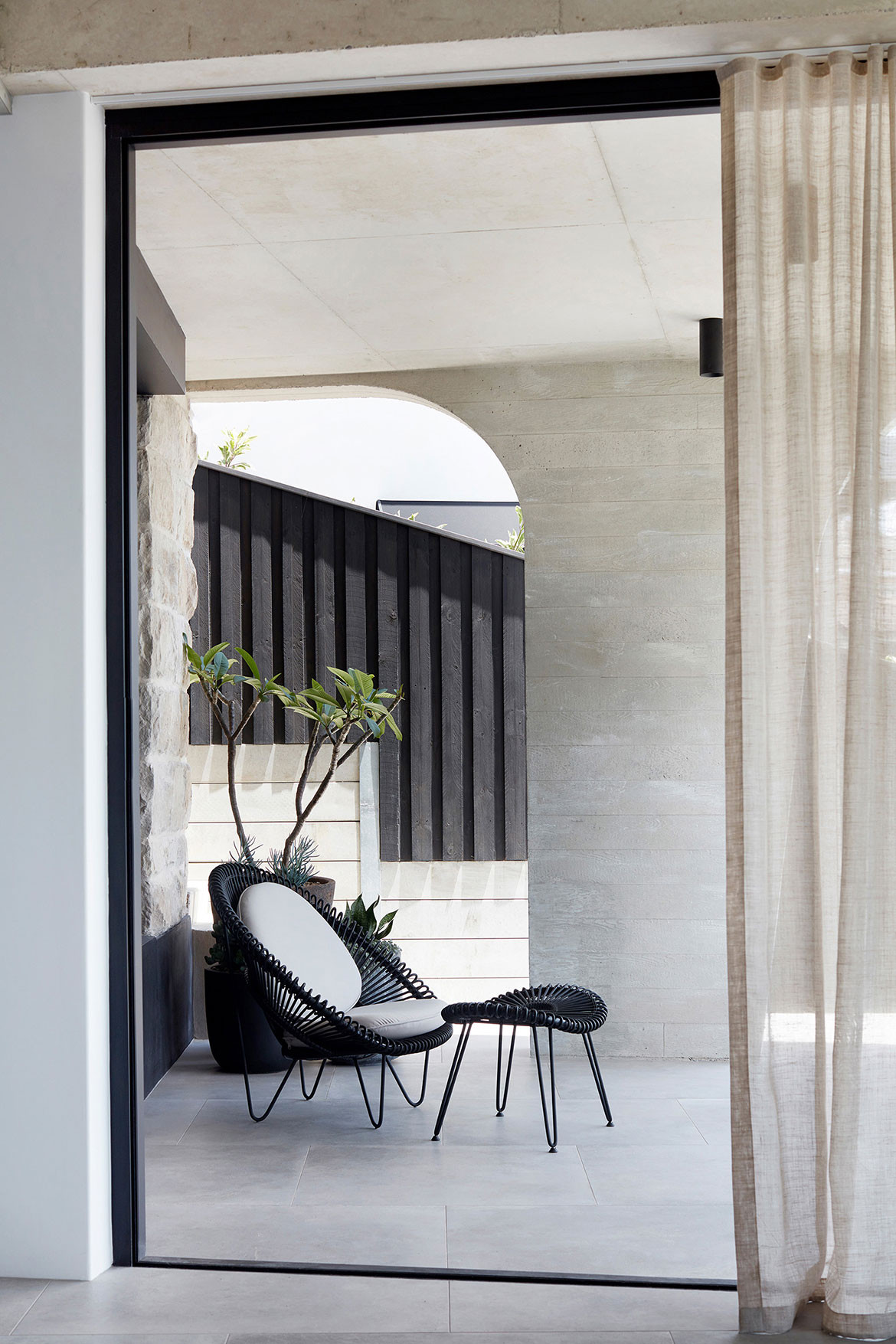 Tamas Tee House Luigi Rosselli Architects lounge chair