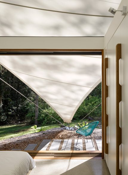Tent-HouseSparks-ArchitectsNoosaTreeHouse_tentbedroomopen