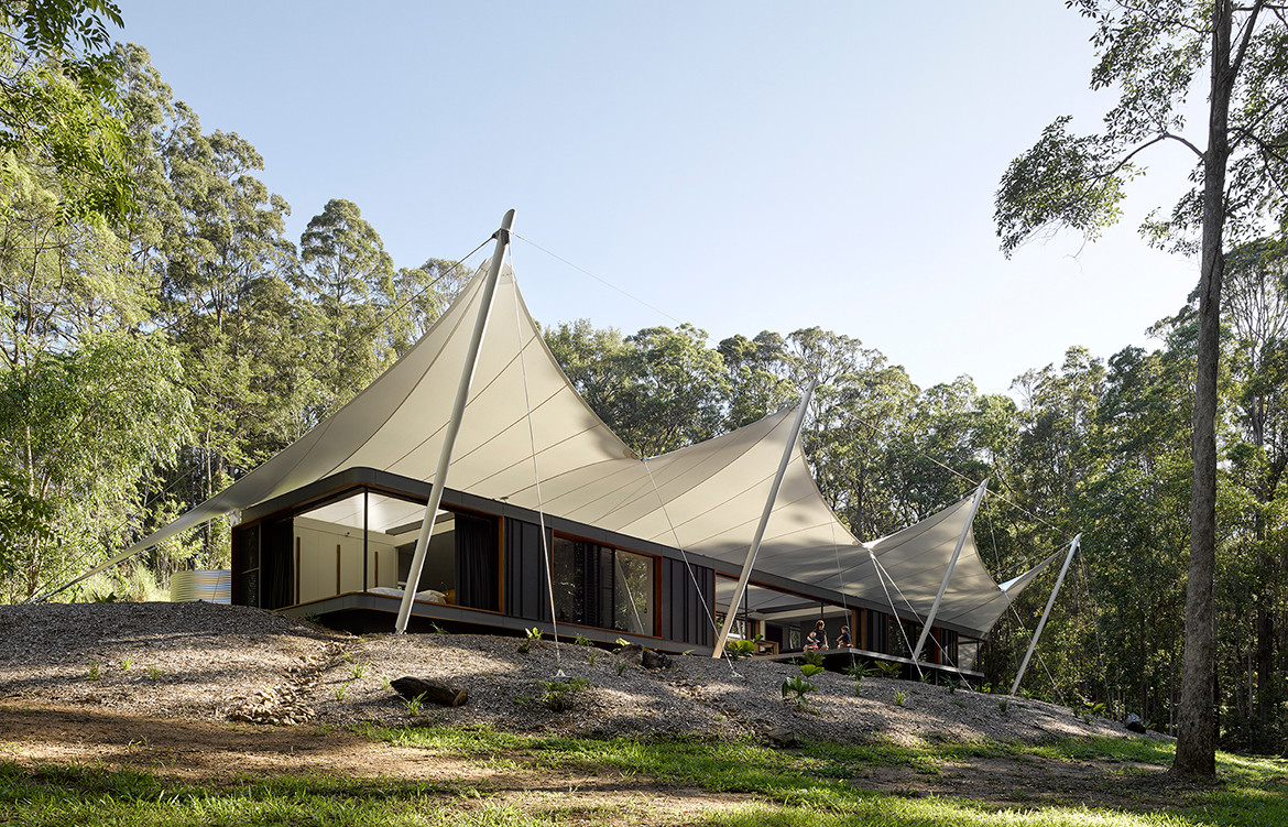 Tent-HouseSparks-ArchitectsNoosaTreeHouse_tentshade