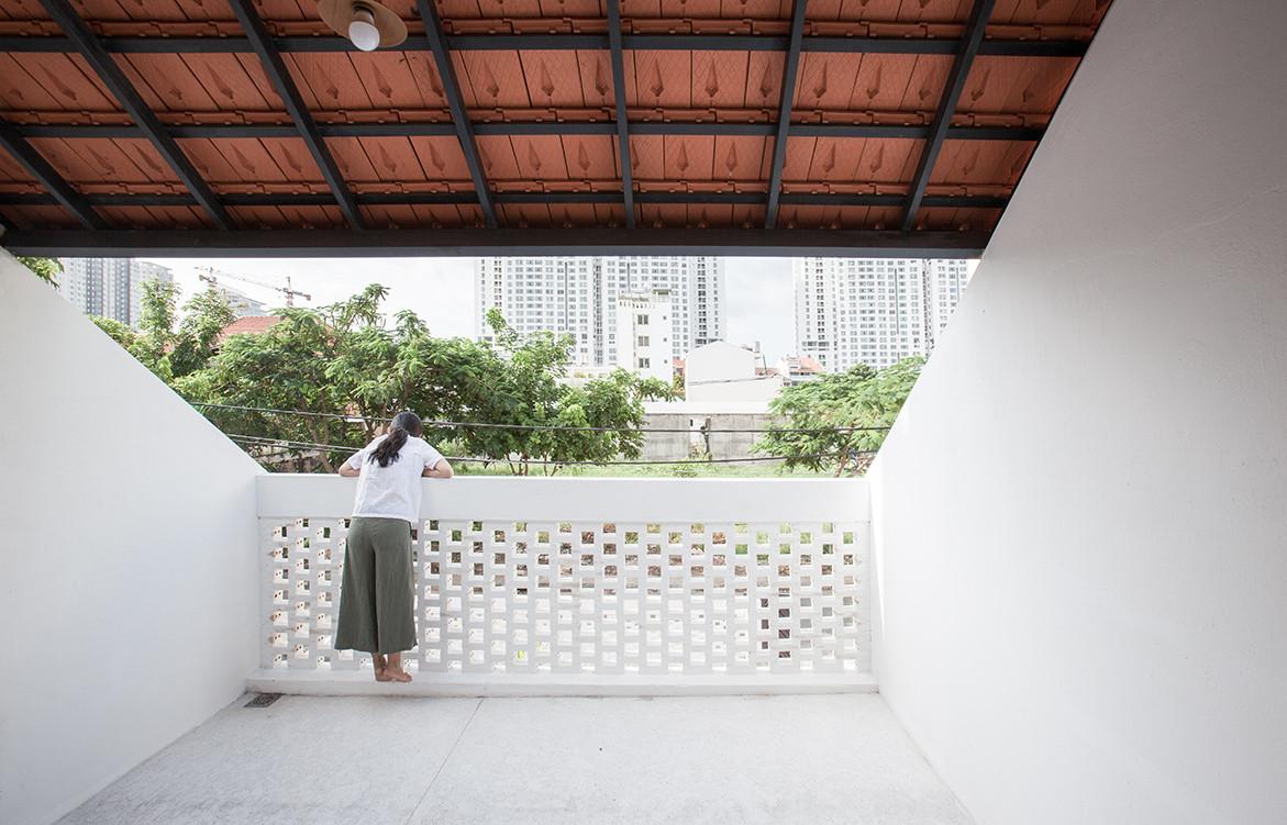 Tile Roof House Vietnam K59 Atelier | balcony