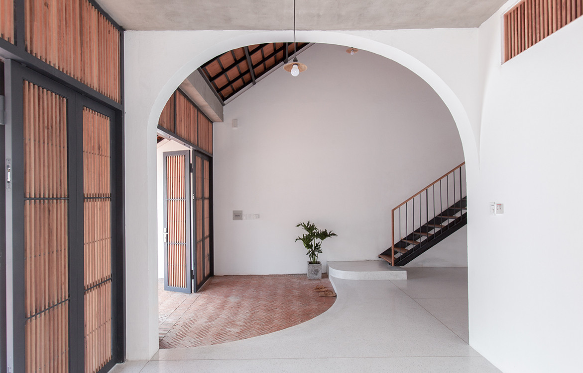 Tile Roof House Vietnam K59 Atelier | entrance