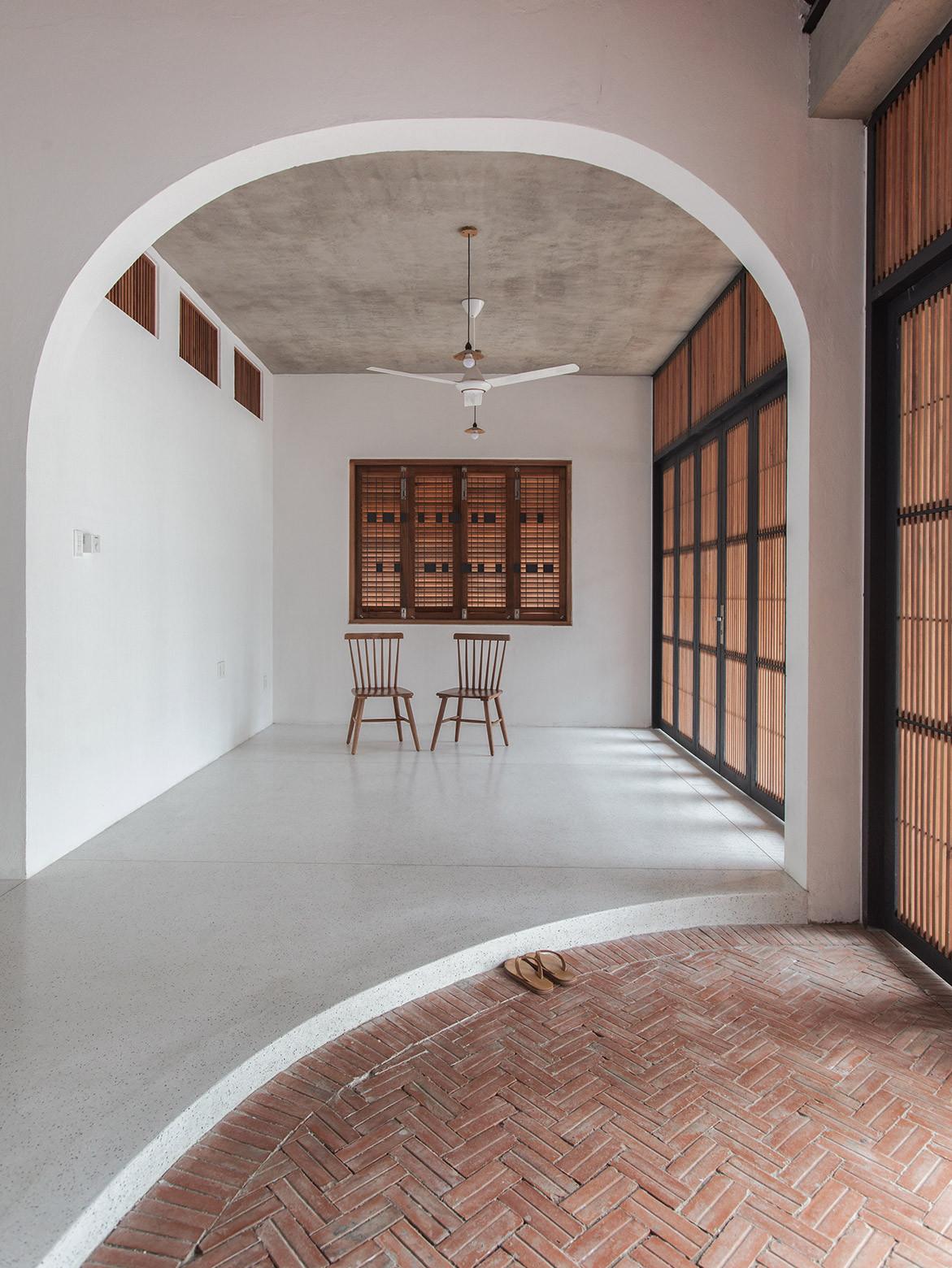 Tile Roof House Vietnam K59 Atelier | foyer