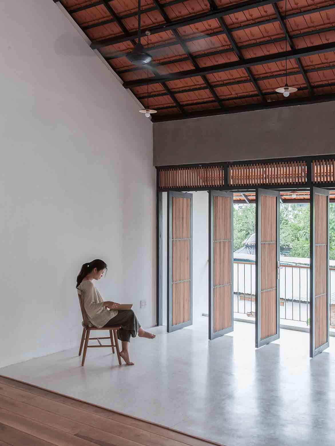 Tile Roof House Vietnam K59 Atelier | open foyer