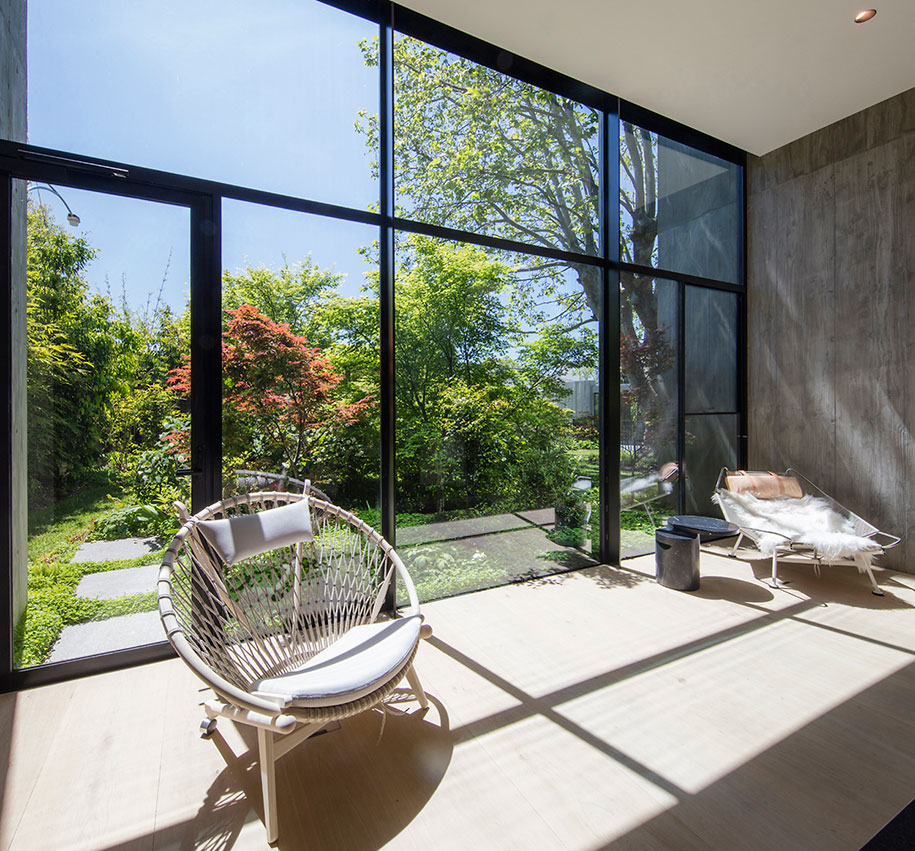 Toorak Towers Road Residence sun room