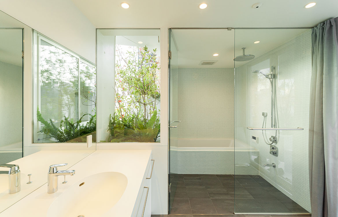 Tree-ness House Akihisa Hirata cc Vincent Hecht bathroom