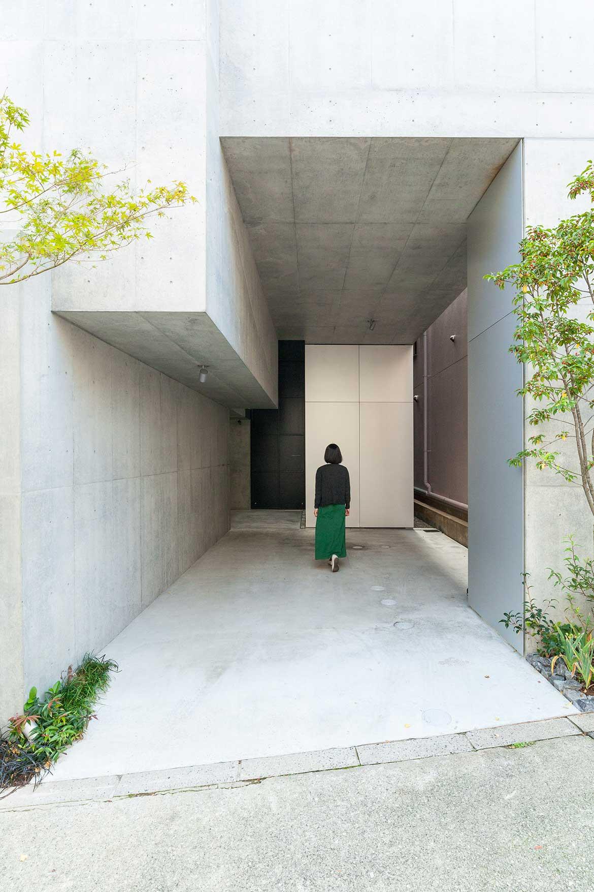 Tree-ness House Akihisa Hirata cc Vincent Hecht driveway