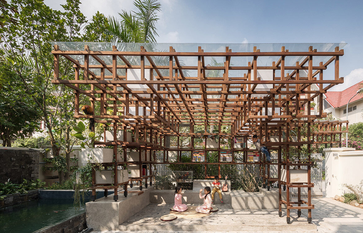 Farming Architects' VAC-Library is an aquaponic system for children to learn about urban farming, sustainable food production and renewable energy.