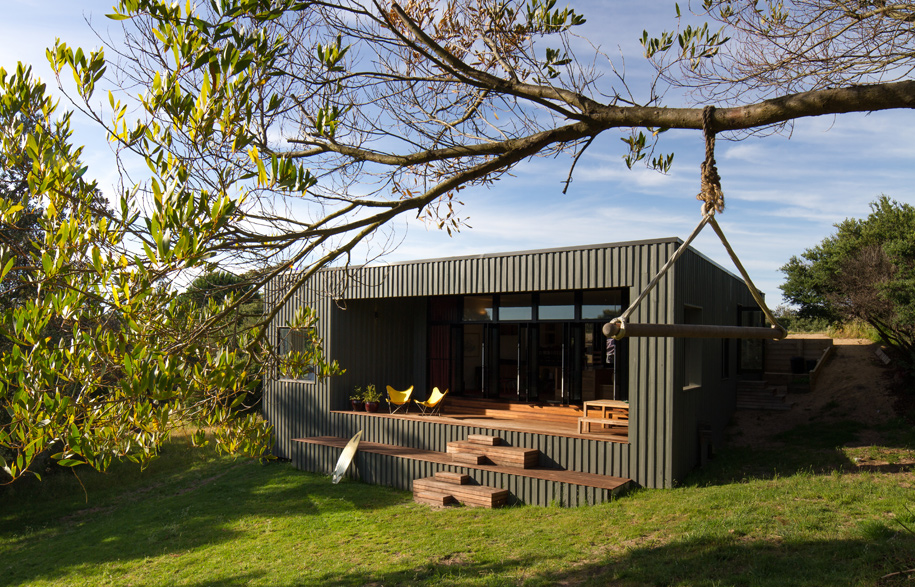 A kiwi bach in victoria by mrtn architects for Holiday home designs victoria