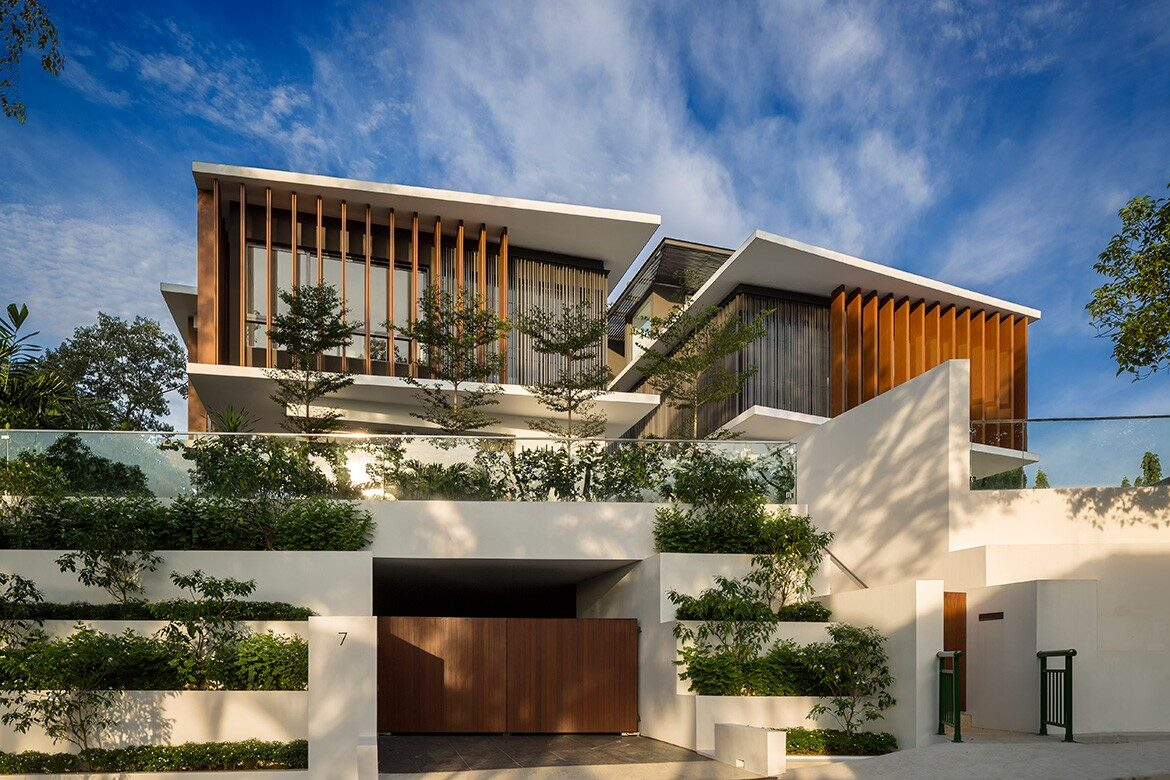 Rhythmic Timber Louvres Line Namly View House In Singapore Habitus