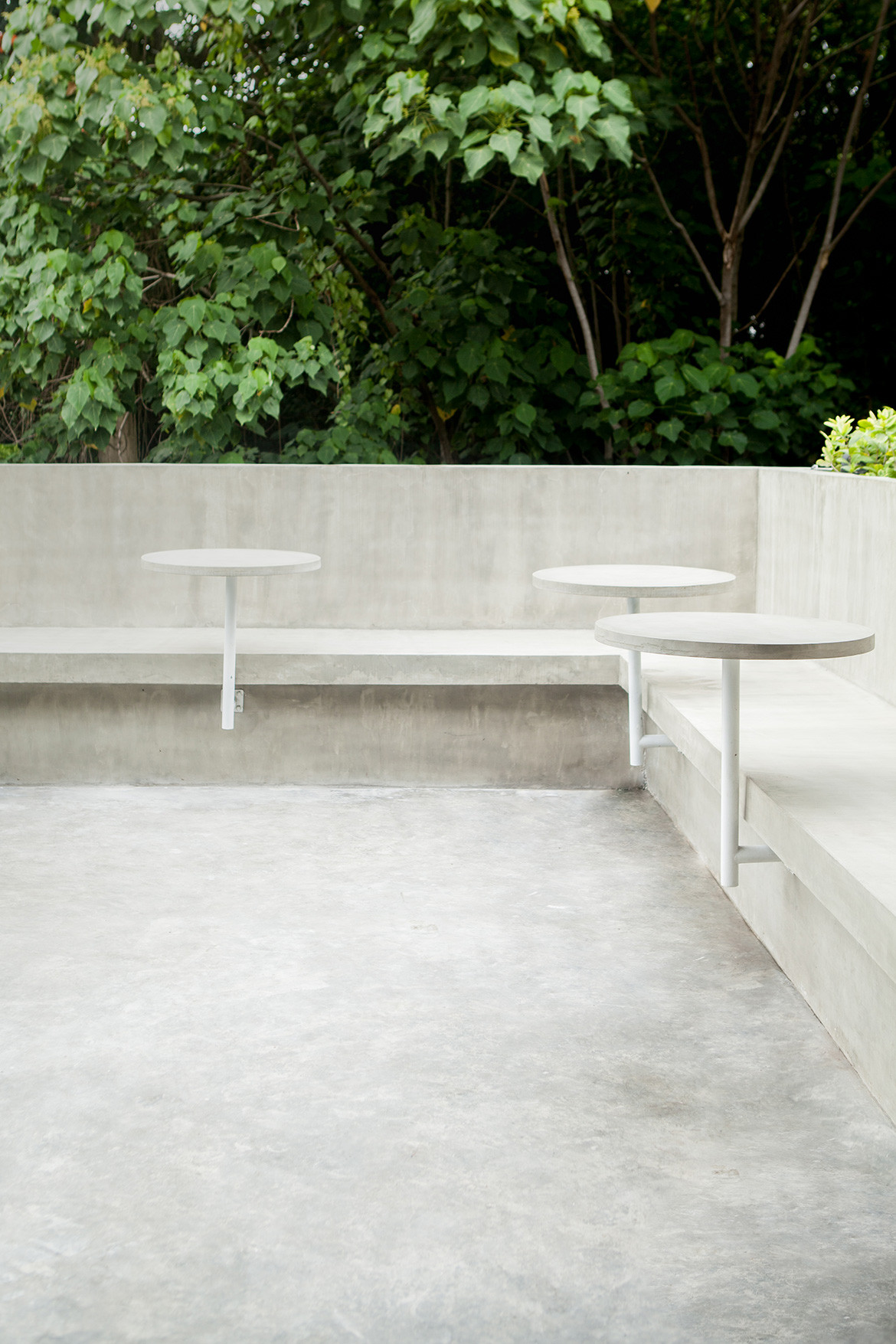 XO Full Circle Bali CC Sheila Man outdoor seating concrete bench