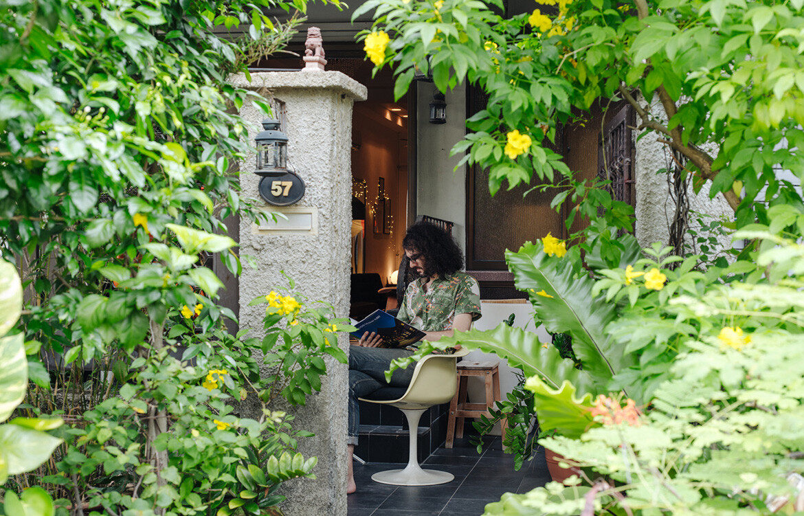 Yann Follain WY-TO Design Home reading front house courtyard
