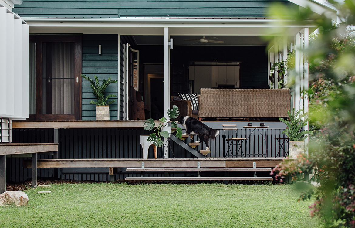Yeronga House Tim Bennetton Architects CC Shantanu Starick backyard