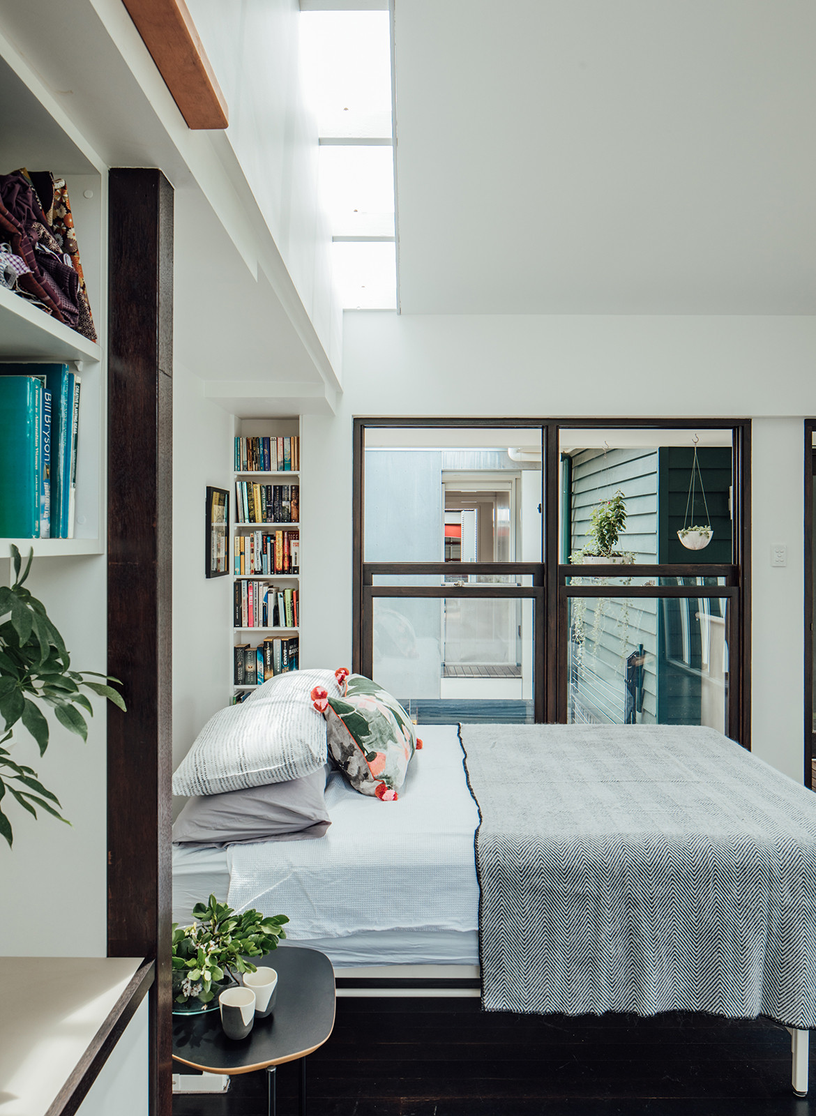 Yeronga House Tim Bennetton Architects CC Shantanu Starick bedroom 1