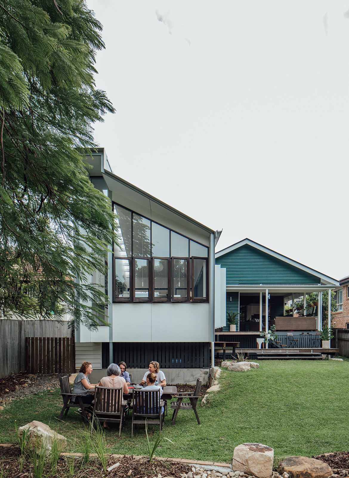 Yeronga House Tim Bennetton Architects CC Shantanu Starick exterior dining area