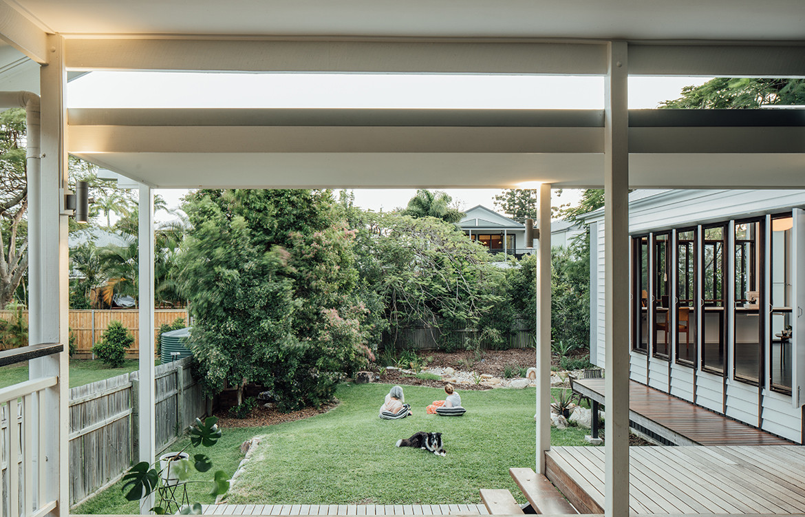Yeronga House Tim Bennetton Architects CC Shantanu Starick wrap around deck
