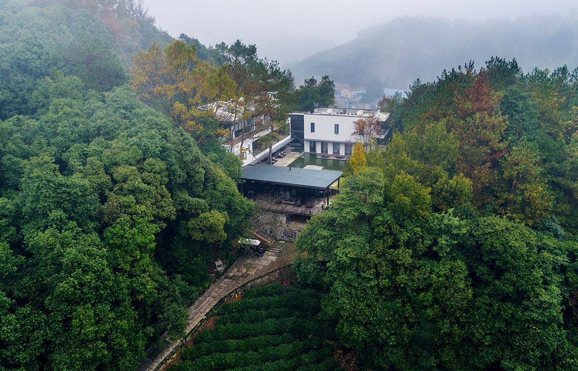 Jingshan Hotel Photography by SHIROMIO Studio Mountain path