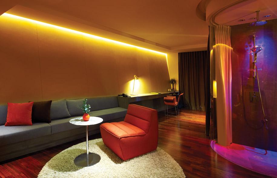lit_hotel_8