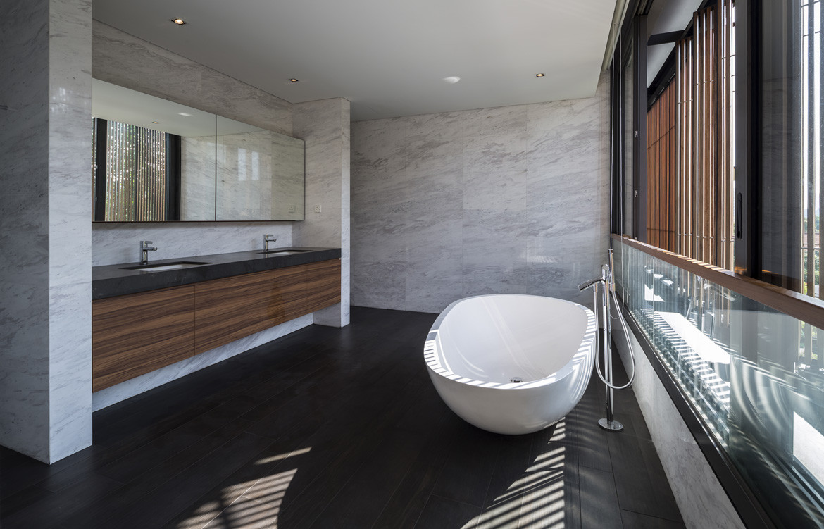 See Through House Photography by Marc Tey Bathroom