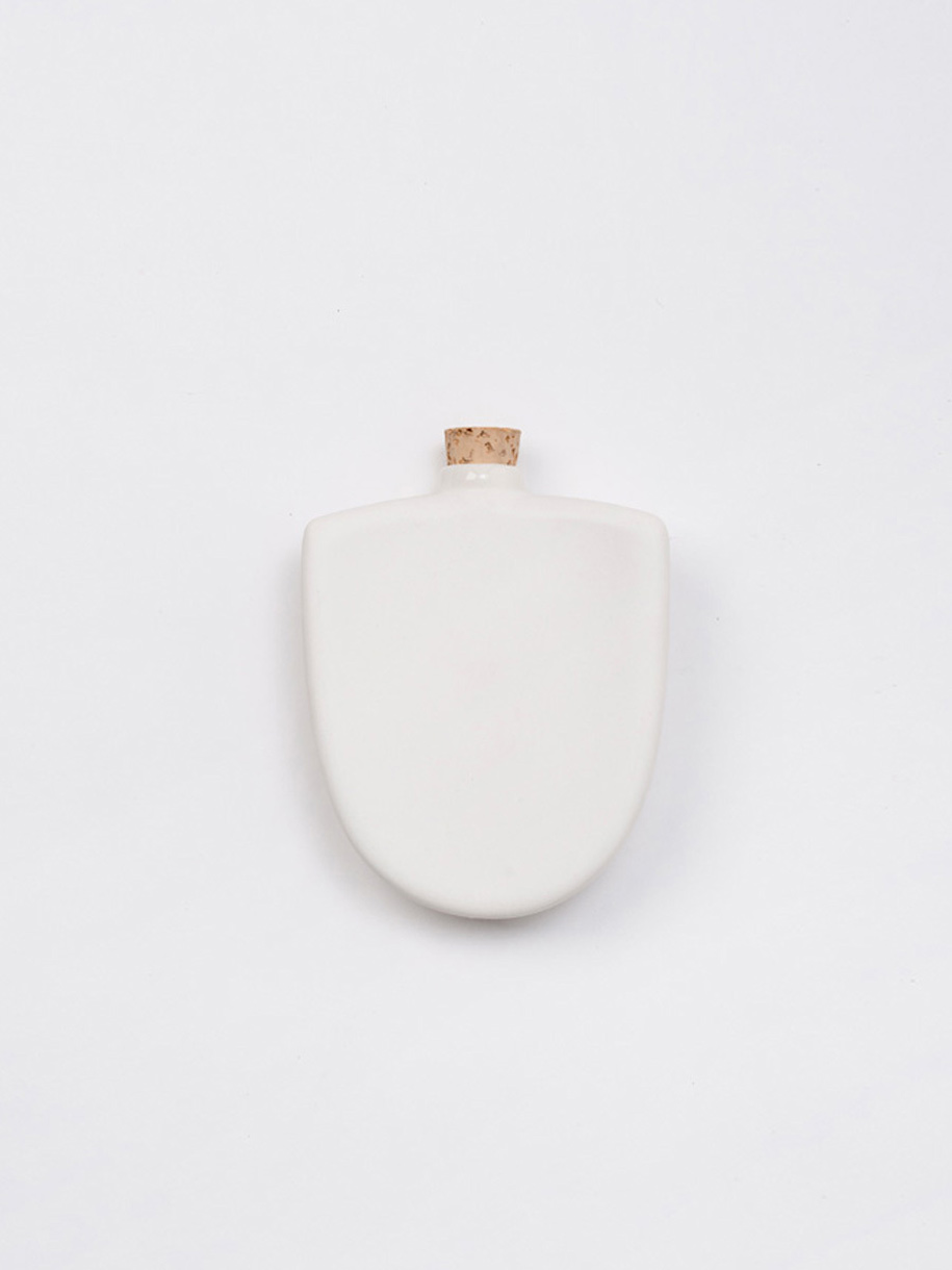taus-porcelain-hip-flask-407719